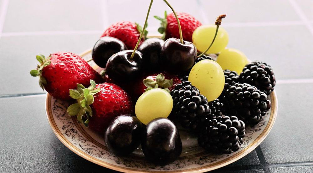危険!バラ科の果物の種に潜む毒