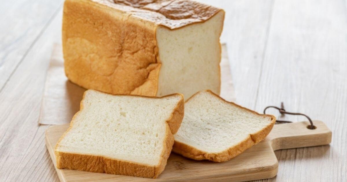 インコにパンを食べさせてはダメなんです!ダメな理由を徹底解説